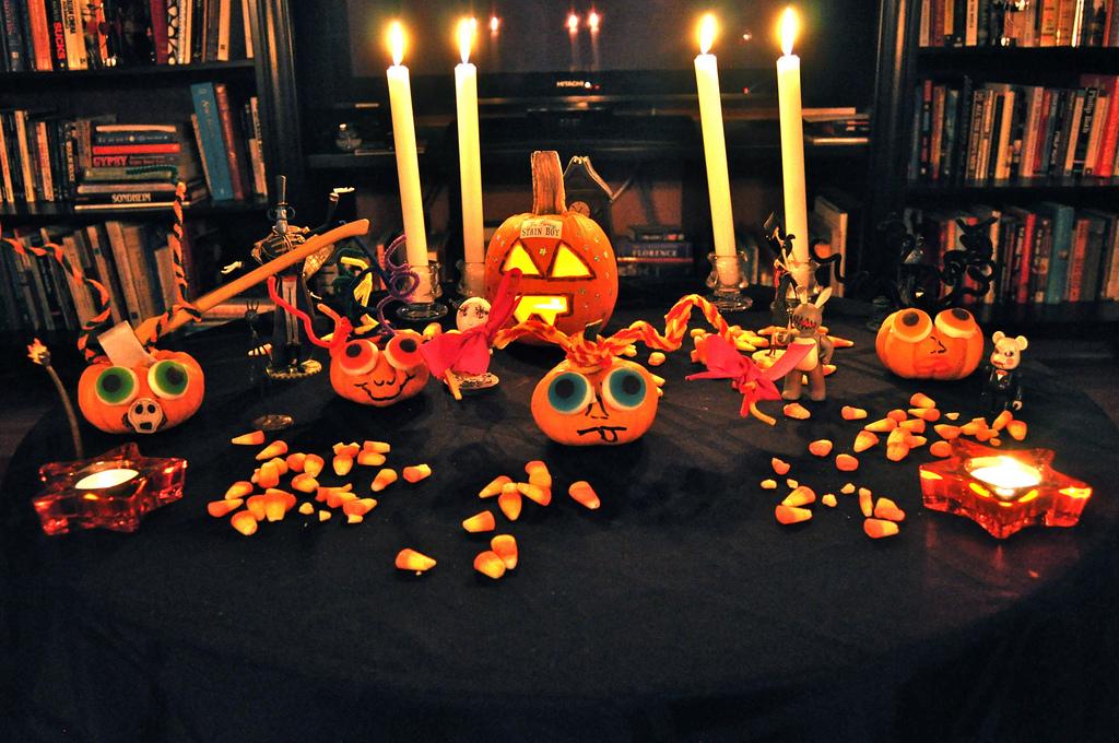 illuminated jack o lantern and pumpkin decor